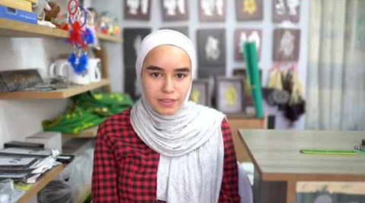 Embedded thumbnail for الطالبة ضحى، إحدى المستفيدات من مصنع الأفكار
